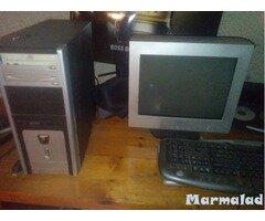 Продавам настолен компютър с монитор