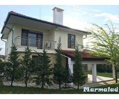 Двуетажна къща в с. Маринка