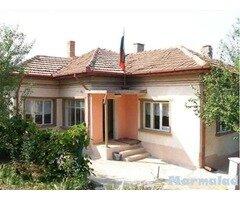 Къща в с. Айдемир продава