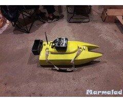 Лодка за захранка с радио управление